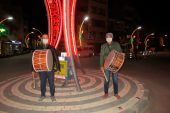 Motorize Ramazan davulcuları,  manilerle sosyal mesaj veriyor