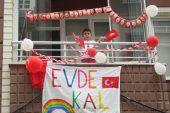Sandıklı'da 23 Nisan'da apartmanlar süslendi, şiirler balkonda okundu
