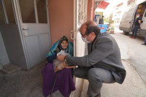 Başkan Çöl'den 65 yaş üstü vatandaşlara moral ziyareti