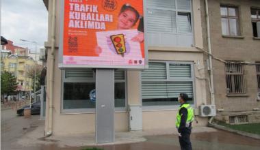 """JANDARMA TRAFİK TİMLERİNDEN """"TRAFİK HAFTASI"""" FARKINDALIĞI"""
