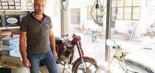 Baba yadigarı motosikletlere gözü gibi bakıyor