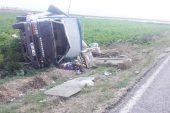 Devrilen kamyonetteki  3 kişi yaralandı