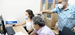 Kaymakam Eflatun Can Tortop, gece çalışmalarını yürüten sağlık çalışanlarını ziyaret etti