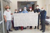 Huzurevi sakininden sağlık çalışanları için anlamlı pankart