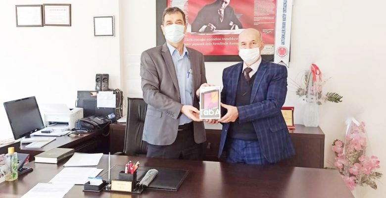 SANİMDER'DEN öğrencilere tablet desteği