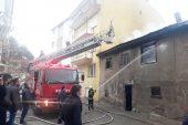 İki katlı ahşap evde yangın çıktı