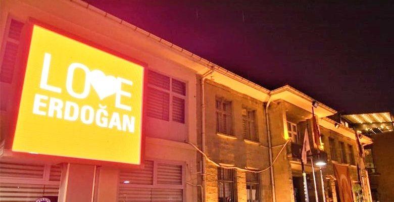 """Sandıklı'da """"Love Erdoğan""""  görseli LED ekrana yansıtıldı"""