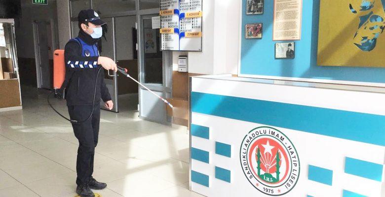 Okullar düzenli dezenfekte ediliyor
